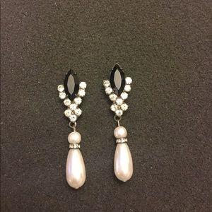 Jewelry - Stunning Black Crystal Pearl Tear Drop Earrings